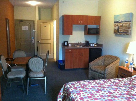 Service Plus Inns & Suites Calgary: Kitchenette