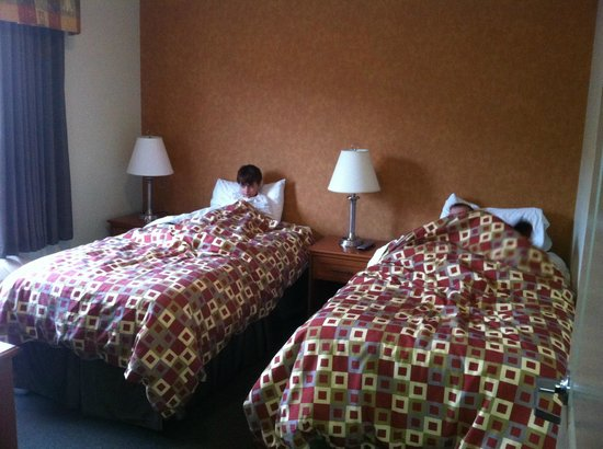 Service Plus Inns & Suites Calgary: Kid's separate bedroom