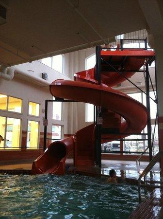 Service Plus Inns & Suites Calgary: Waterslide