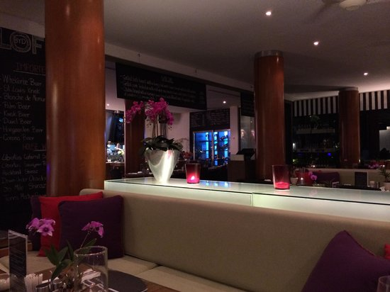 BYD Lofts Boutique Hotel & Serviced Apartments: Bistro night time