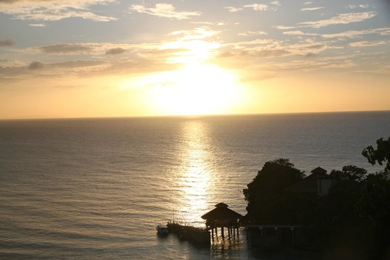Shangri-La's Boracay Resort & Spa : Sunset from as seen from the balcony