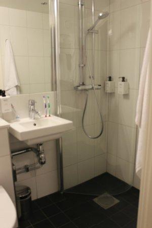 Scandic Malmen: ванная комната