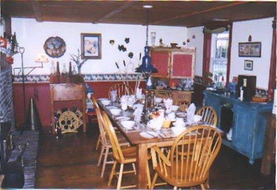 1826 Maplebird House Bed & Breakfast: Breakfast Room
