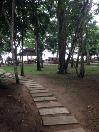 The Tubkaak Krabi Boutique Resort: Walkway from room to beach and restaurant.