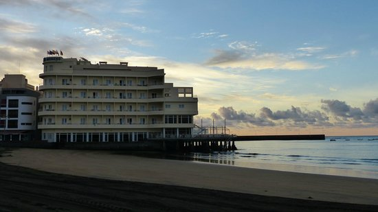 El Medano Hotel : Hopefully gives an impression of the hotel's lovely location at dawn.
