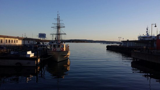 Scandic Victoria: Oslo harbour at Easter sun going down....