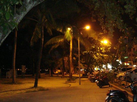 Palmyra Patong Resort: at the night