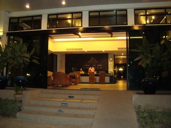 Palmyra Patong Resort: The reception