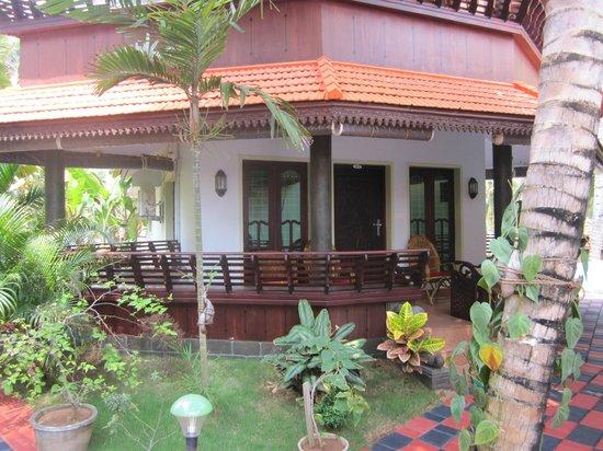 """Samsara Harmony Beach Resort: Blick auf """"unser"""" Zimmer"""