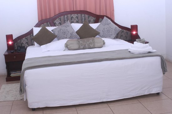 Hotel Brial Plaza: King size bed