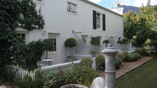 Maison Chablis Guest House: B&B outside view