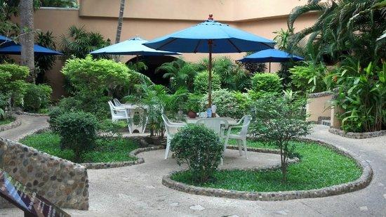 Pacific Club Resort: At breakfast