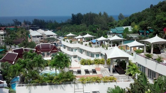 Pacific Club Resort : View from the pool looking down to the shore