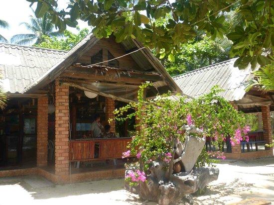 Catchasam Catamaran Charter : Le restaurant sur l'île de Koh Tan