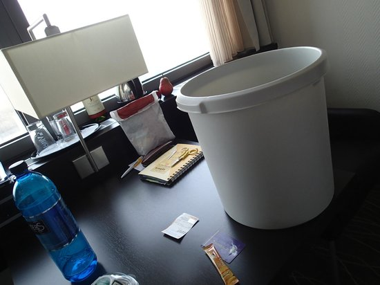 Park Inn by Radisson Berlin Alexanderplatz: This the ugliest trashbin ever