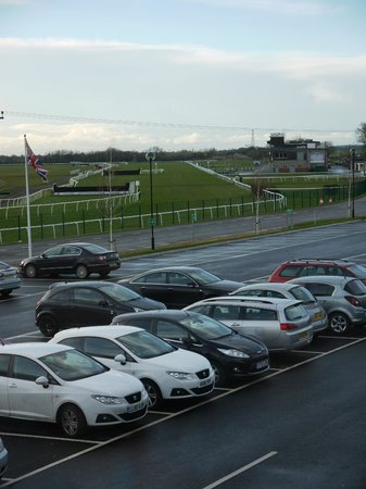 Holiday Inn Huntingdon Racecourse: Our view - note race course!