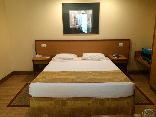 Windsor Florida Hotel : King size bed