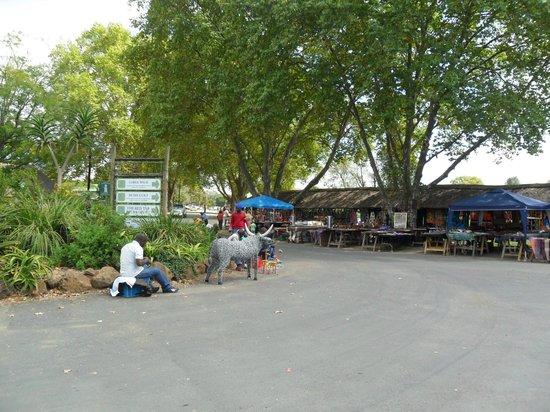 Nelson Mandela Capture Site : African souvenir market at Howick Falls