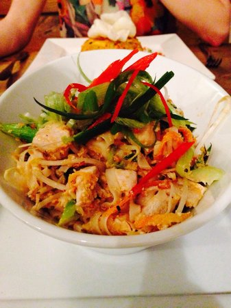 Kahuna: Pad Thai main...... Wow! And incredible little restaurant ! Hats off to the chef(s) :)