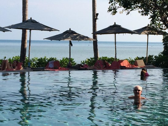 Le Meridien Koh Samui Resort & Spa: enjoying the pool