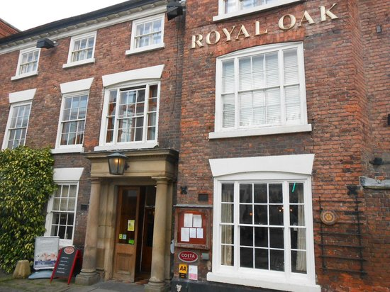 The Royal Oak Hotel : Front