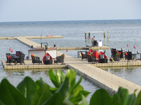 Le Meridien Koh Samui Resort & Spa: setting up for a party on the dock