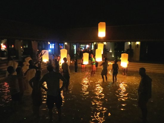 Le Meridien Koh Samui Resort & Spa : khom loy lantern ceremony