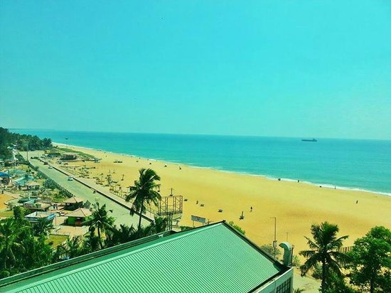 The Quilon Beach Hotel & Convention Centre: Beach view