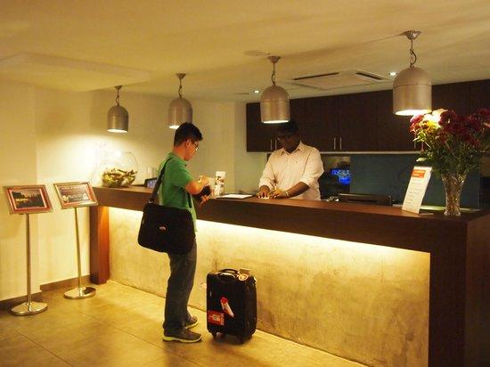Crossroads Hotel : check in counter