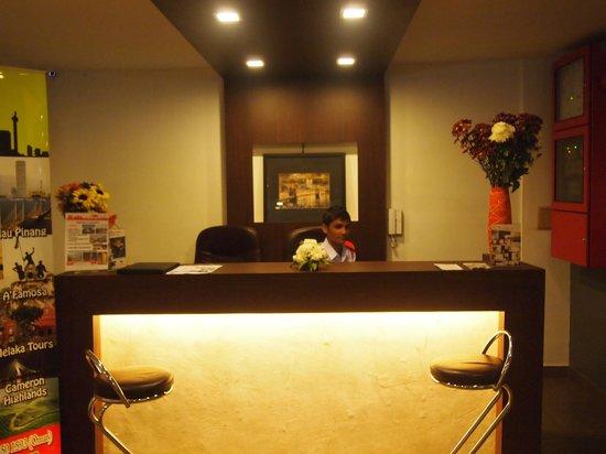 Crossroads Hotel : Hotel lobby (Gate floor)
