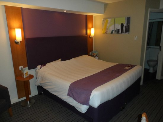 Premier Inn Durham City Centre: Room/bed