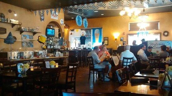 Sandra's Restaurant : Nice Atmosphere - Buffet on Left