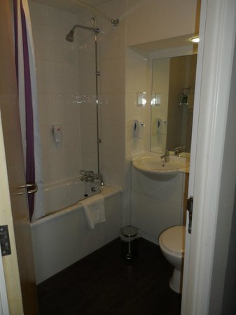 Premier Inn Durham City Centre: Bathroom
