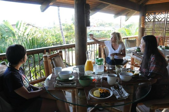 What a Wonderful World Bed and Breakfast : Breakfast on the lanai