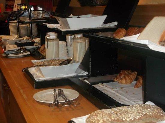Holiday Inn Paris Marne La Vallee: buffet breakfast
