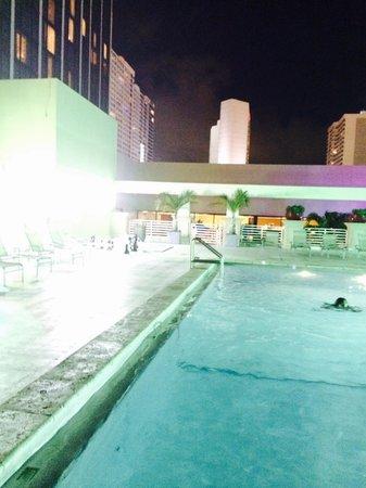 Hilton Miami Downtown: Rooftop pool