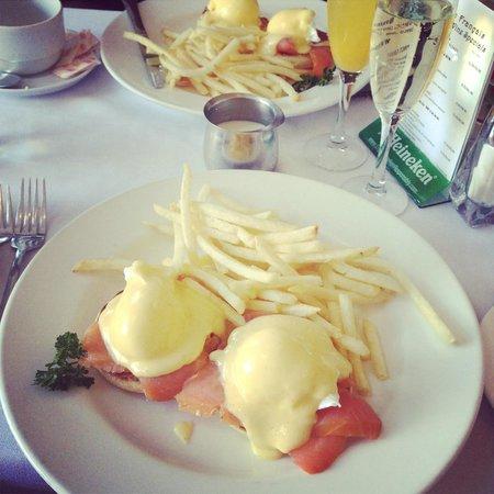 Bistro Francais: egg norvegienne
