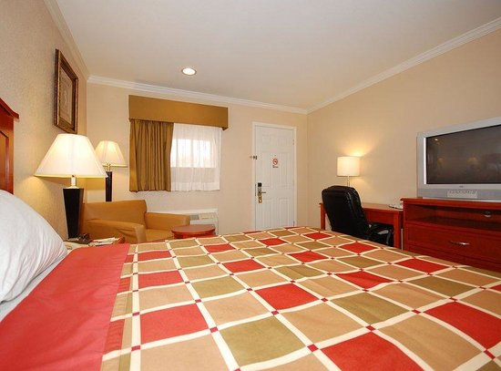 "Americas Best Value Inn - Rockdale : Our spacious room with one queen bed , free wi-fi, 32"" flat sceen TV, with full hot breakfast"