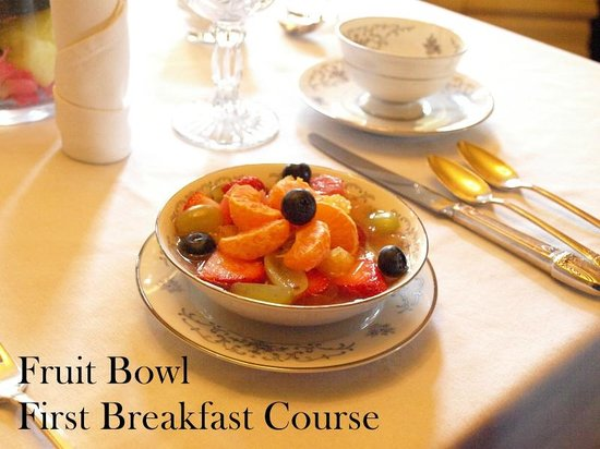 Edwards Waterhouse Inn : The first (of three) course is always a bowl of fruit.