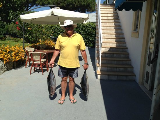 Tre Sorelle : Fulvio con il pescato del giorno .....l