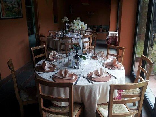 Il Convio: allestimento tavoli veranda
