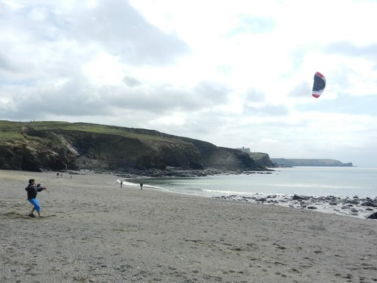 Gunwalloe, UK: Kiting on the breach