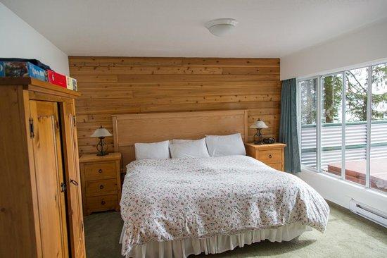 Point-No-Point Resort: Bedroom