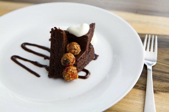 Mille Fleurs Restaurant : Almond Chocolate Delight
