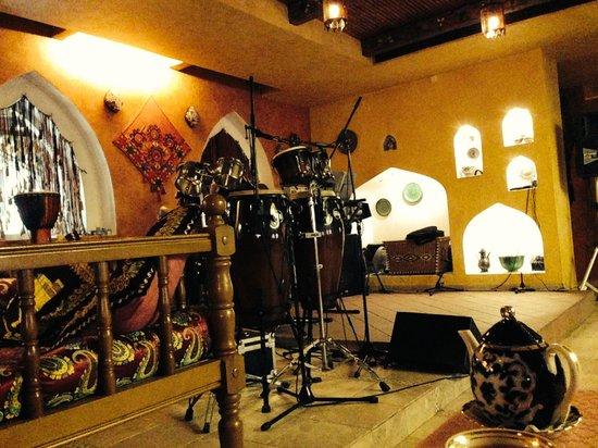 Oasis Hotel: Здесь еще и живая музыка.