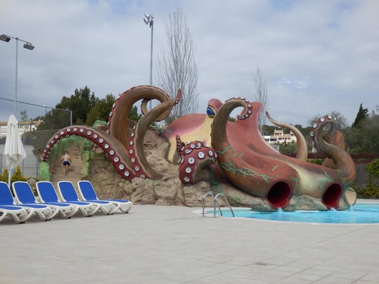 "Aparthotel Rosa del Mar: ""Bigger"" kids slides"