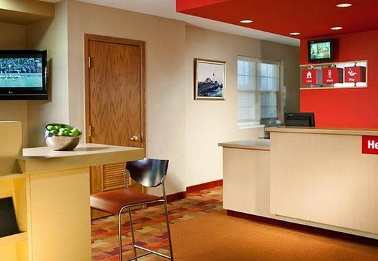 Portland Hotel and Suites : Lobby
