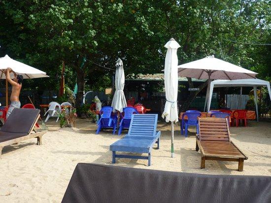 Cemara Beach : Uitzicht op Nusa Pineda