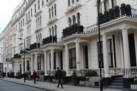 London House Hotel : Street view of hotel