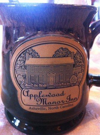Applewood Manor Inn Bed & Breakfast : Mugs to go
